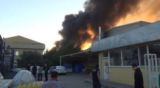 Silivri'de plastik fabrikasında yangın