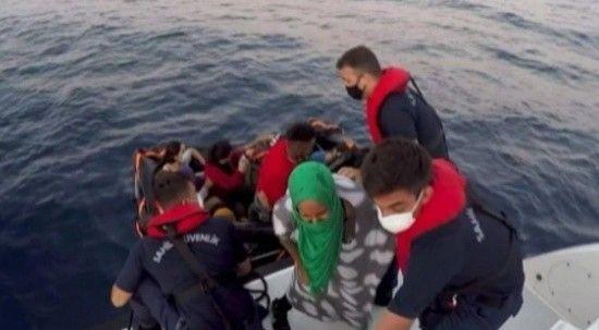 Türk kara sularına geri itilen 83 düzensiz göçmen kurtarıldı