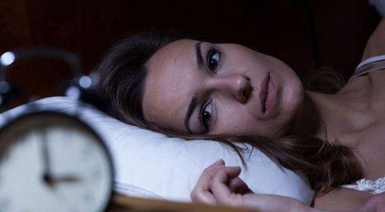 Uykunun azı da çoğu da Alzheimer riskini artırıyor