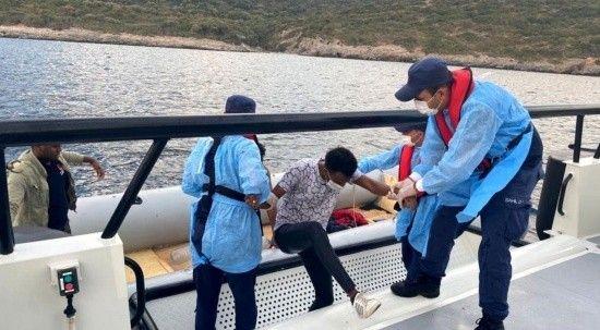 Yunanistan'ın Türk kara sularına bıraktığı 19 göçmen kurtarıldı