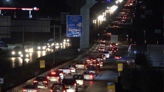 43 ilin geçiş noktasında hafta sonu trafik çilesi