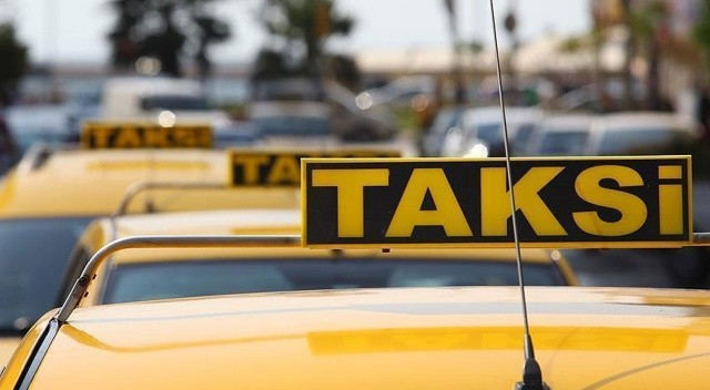 Başakşehir'de taksi denetimi: Yolcu seçen taksiciler trafikten men edildi
