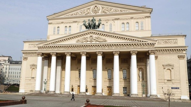 Bolşoy Tiyatrosu'nda feci kaza: Dekor sanatçının üstüne düştü