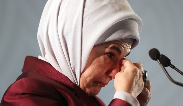 Emine Erdoğan: Onların gülmesi boynumuzun borcudur