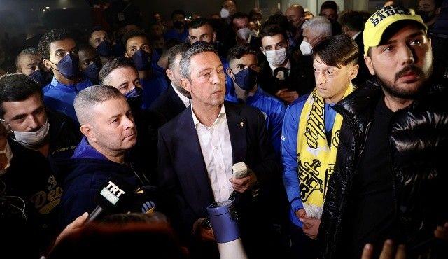 Fenerbahçe kafilesini havalimanında taraftarı karşıladı