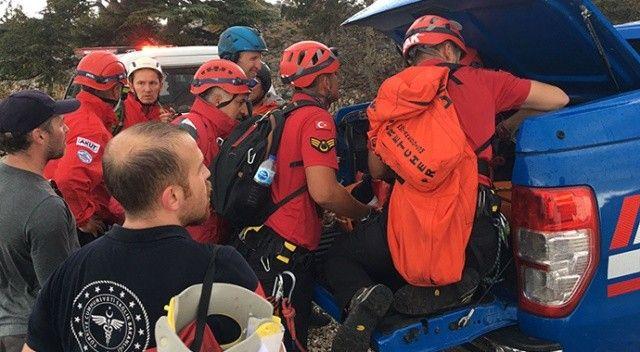 Fethiye'de kayalıklara düşen yamaç paraşütü pilotu kurtarıldı