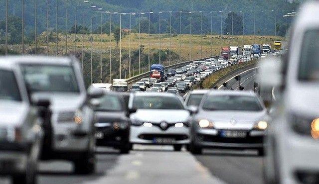 Fiyatlar arttı, trafiğe çıkan araç sayısı azaldı