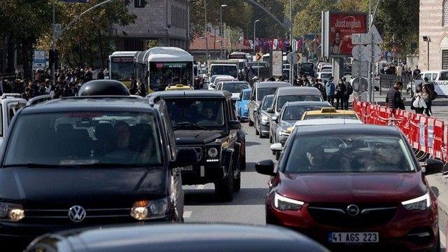 İBB'nin çevre düzenlemesi sonrası trafik kitlendi: Sürücüler isyan etti