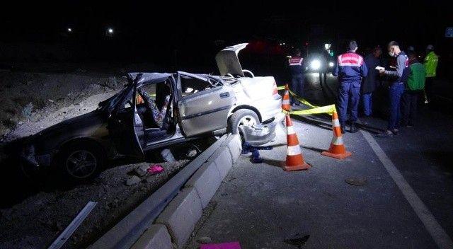 İki otomobil çarpıştı: Ölü ve yaralılar var