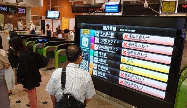 Japonya'daki enerji kesintisi 230 bin yolcuyu etkiledi