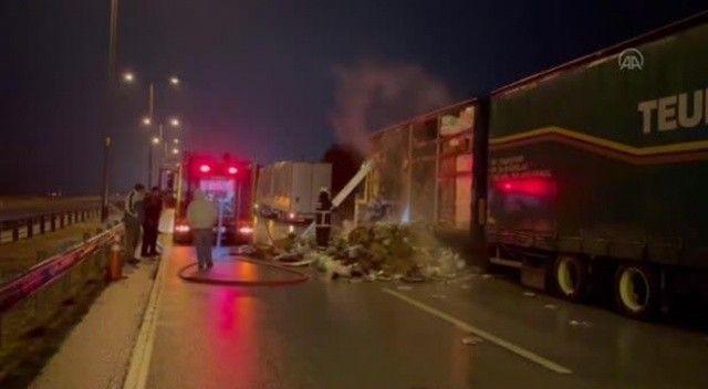 Kapıkule Sınır Kapısı yolunda tır yandı, trafik felç oldu