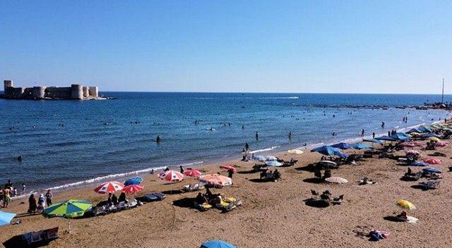 Kızkalesi'nde hava sıcaklığı 33 dereceyi buldu! Tatilciler sahillere akın etti