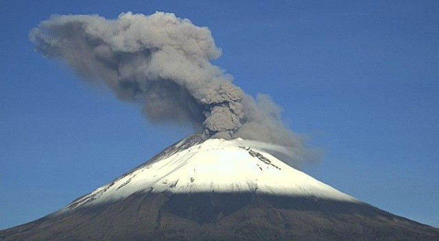 Meksika'daki Popocatepetl Yanardağı'nda 3 patlama!
