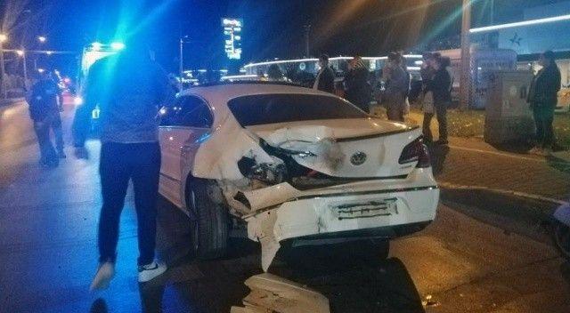 Menteşe'de 3 araç birbirine girdi: Yaralılar var