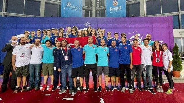 Milli yüzücülerden 18 madalya