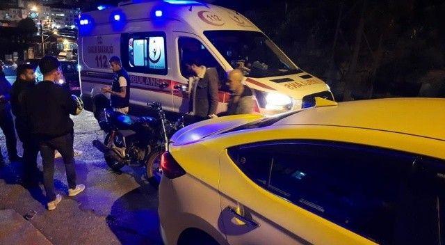Motosiklet ticari taksi ile çarpıştı, yaralılar var