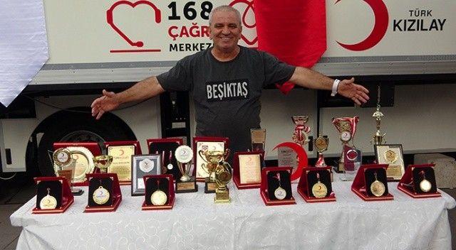 O bir rekortmen! 37 yılda 156 litre kan bağışladı