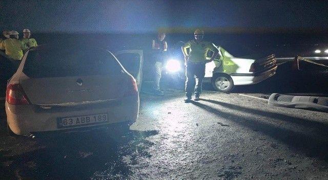 Otomobiller kafa kafaya çarpıştı: Ölüler var