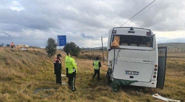PAK ekibini taşıyan midibüs devrildi: Yaralılar var