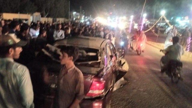 Pakistan'da çifte saldırı, 2'si çocuk 3 ölü var