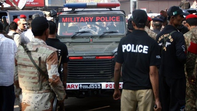 Pakistan'da silahlı saldırıda 4 polis öldü