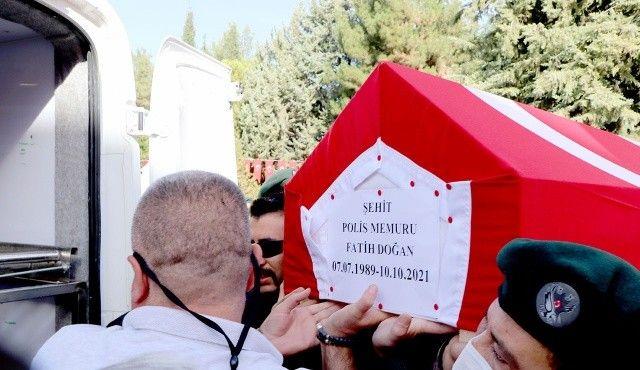 Şehit polisler dualarla uğurlandı