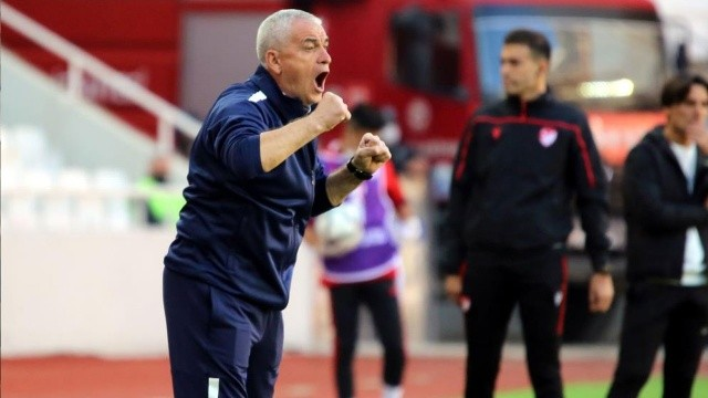 Sivasspor-Adana Demirspor maçında ortalık karıştı: Çalımbay ateş püskürdü