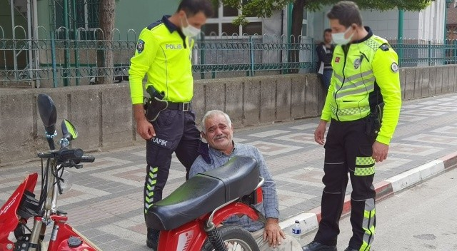 Yediği cezayı gören yaşlı adam fenalaştı