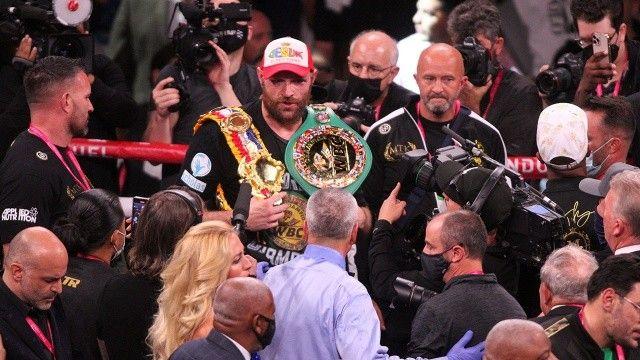 Tyson Fury, Deontay Wilder'ı nakavt etti
