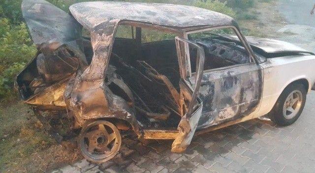 Üç araç birbirine girdi, bir araç yanarak kül oldu