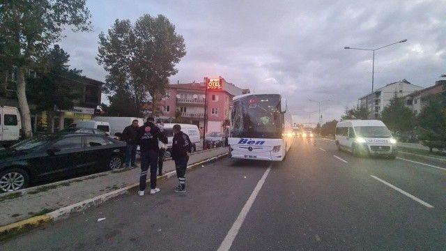 Uşak'ta otobüs, minibüse çarptı:3 yaralı