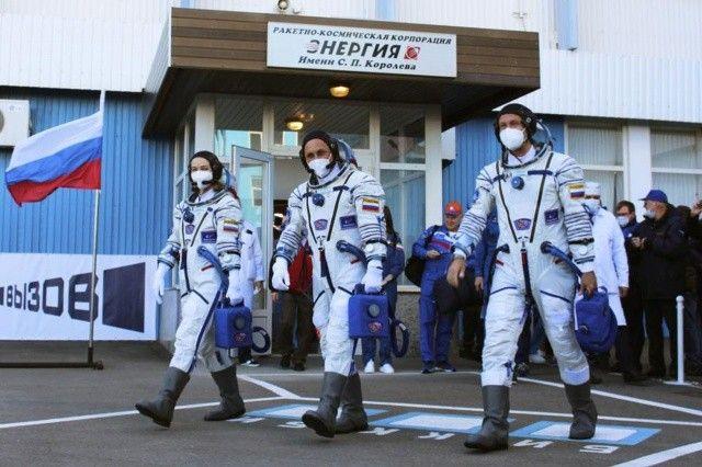 Uzayda çekilecek ilk film için Rus ekip yola çıktı