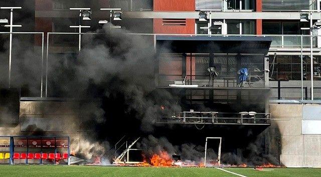 VAR monitörü patladı! Andorra-İngiltere maçı öncesi statta yangın çıktı
