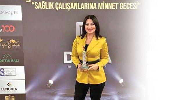 Yaprak Hırka'ya 'en iyi ekonomi spikeri' ödülü