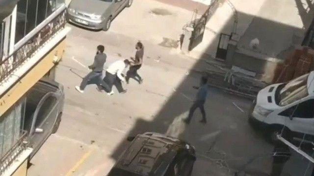 Yol verme tartışması çığrından çıktı: Sopalarla birbirlerine saldırdılar