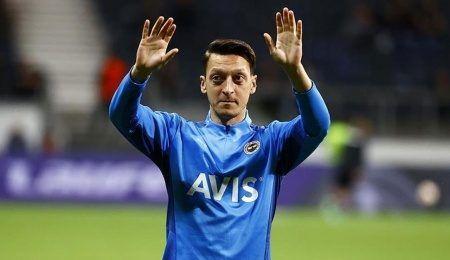 Mesut Özil yeniden kulübeye