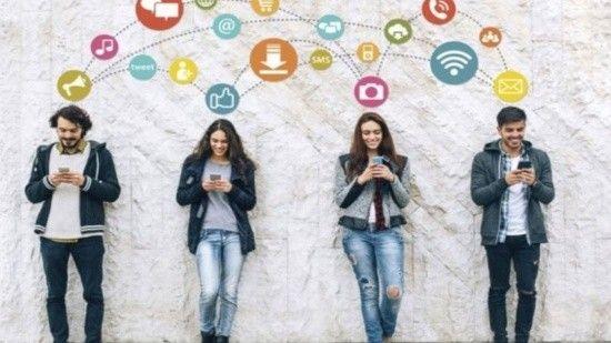 AK Parti'den Z Kuşağı raporu: Günde 7 saat dijital dünyada