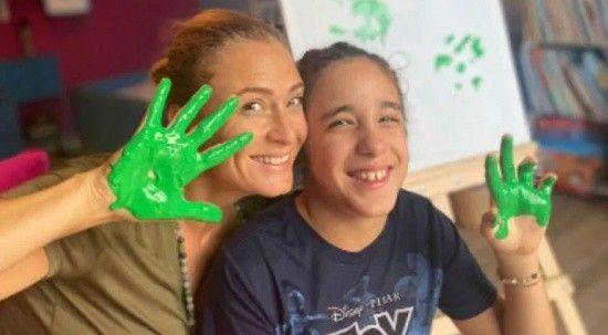 Ceyda Düvenci ve kızı Melisa'dan Serebral Palsili çocuklara destek