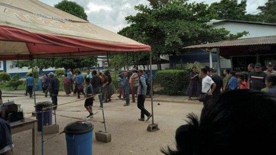 Guatemala'da aşı karşıtı köylüler sağlık çalışanlarını alıkoydu