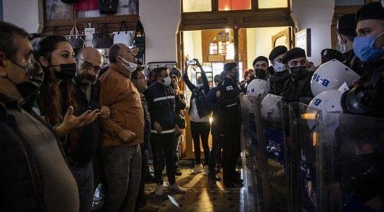 İBB ve CHP'liler TÜGVA binasını işgal etti!
