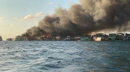 Karayipler'de yangın: 200'den fazla ev ve işyeri hasar gördü