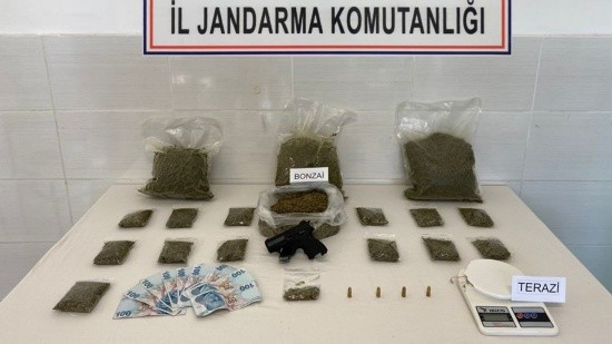 Okul önünde uyuşturucu satanlara operasyon