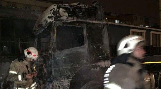 Park halindeki iki tırı alev topuna çeviren yangını tır sürücüsünün çıkardığı ortaya çıktı