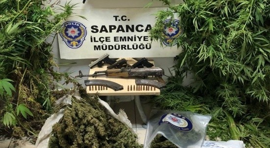Sapanca'da operasyon: Silah ve uyuşturucu ele geçirildi
