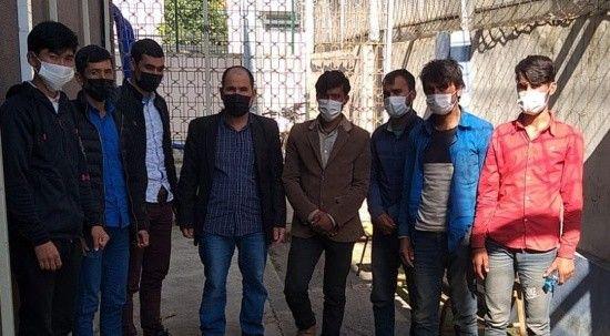 TEM'de 2 otomobil durduruldu, 8 düzensiz göçmen yakalandı