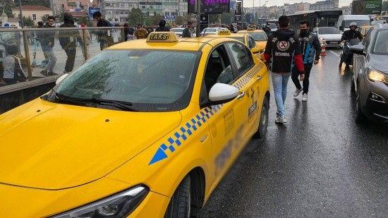 Turist kılığına giren polislerden taksicilere denetim