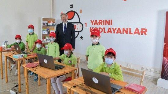 Yarını Kodlayanlar'dan köy okullarına teknoloji sınıfı
