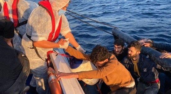 Yunan Sahil Güvenliği 67 göçmeni Türk karasularına itti