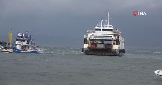 Çanakkale'de karaya oturan feribot 5,5 saat sonra kurtarıldı