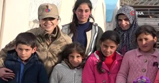 Kadın astsubaylar depremzede çocuklara umut oldu